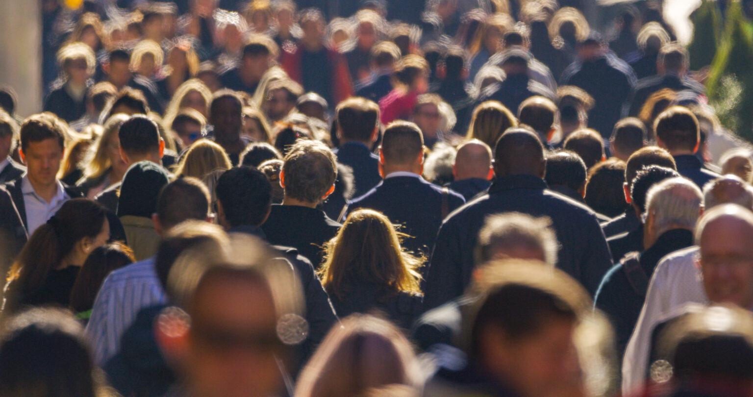 Photo de foule d'anonymes